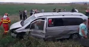Tragedie în Vrancea. Un microbuz cu persoane s-a răsturnat: 5 victime