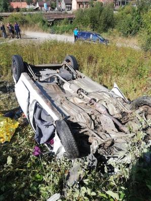 Accident grav, la intrarea în Petroșani: un mort, după ce mașina a sărit de pe pod