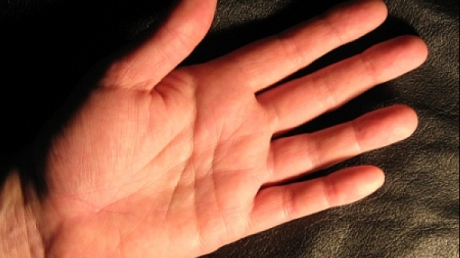 Cum scapi instant de durere. Metoda folosita de militari: Apasa acest punct din palma!
