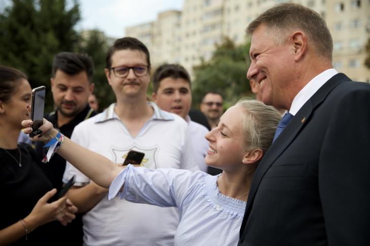 Motivele pentru care românii semnează în număr mare pentru candidatura lui Iohannis (P)