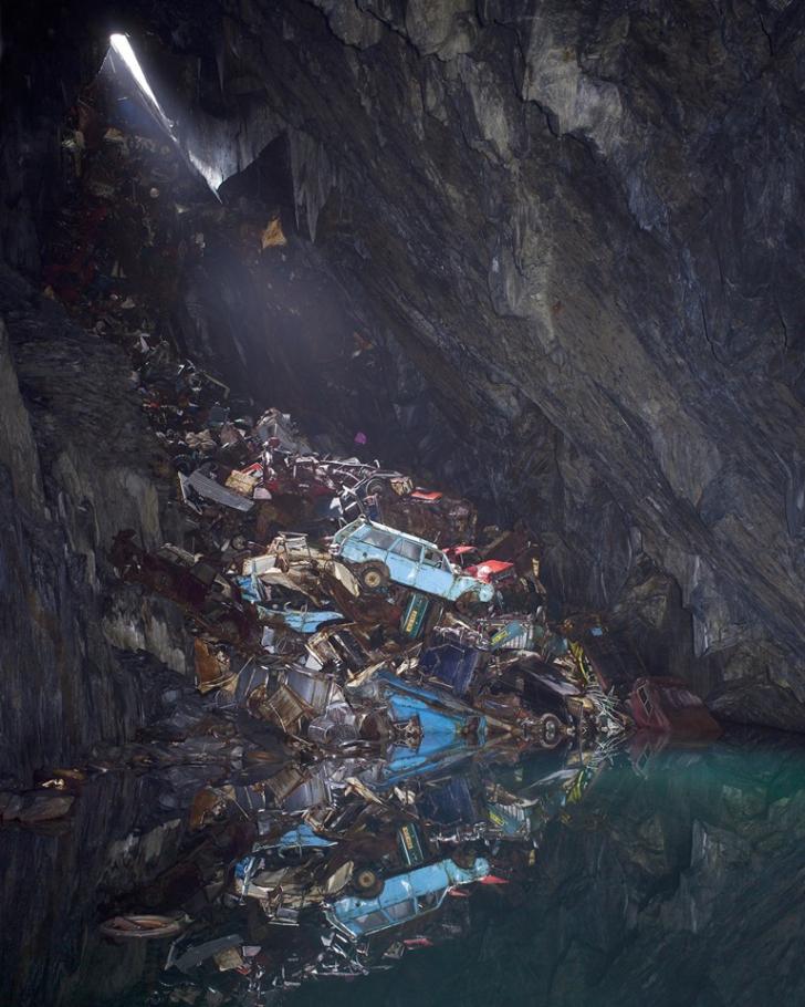 Descoperire ireală într-o mină părăsită. Zăceau acolo de zeci de ani
