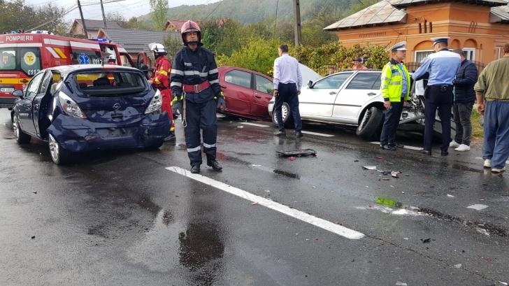 Accident cumplit în județul Argeș. Un mort și 3 răniți