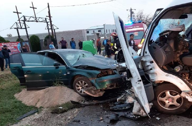 Grav accident în Lugoj: șapte persoane implicate, inclusiv patru copii