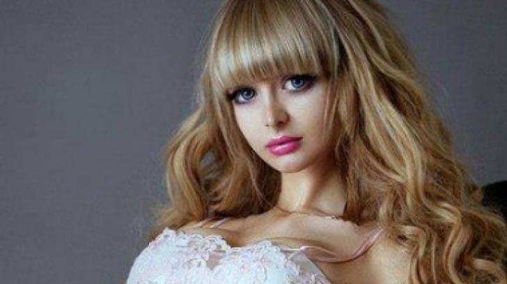 """Coşmar pentru rusoaica """"Barbie"""": ţinută cu forţa în casă de părinţi. Să vezi cum arată fără haine!"""