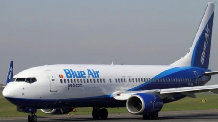VIDEO Incident într-un avion românesc. Un pasager a luat la bătaie o stewardesă