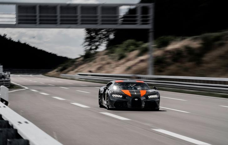VIDEO Record doborât. Cea mai rapidă mașină de serie a ajuns la 490 de km/h!