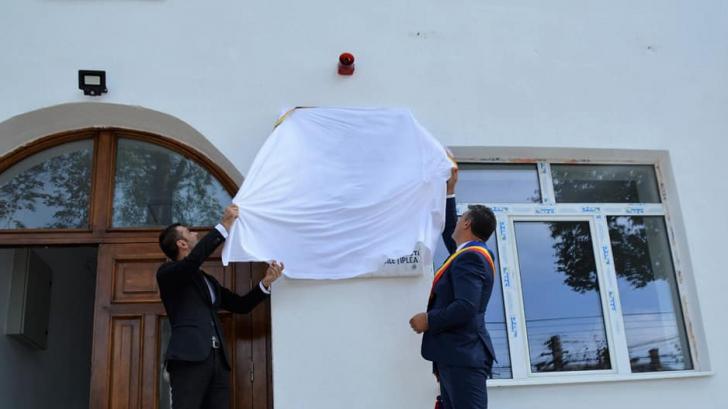 Dăncilă, ctitor de școală pe o placă montată de un lingușitor din PSD