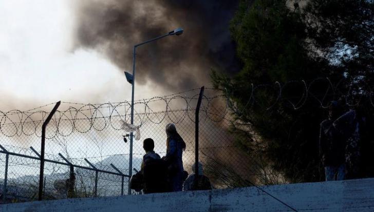 Incendiu, ciocniri cu poliția și un mort într-un lagăr de refugiați din insula grecească Lesbos