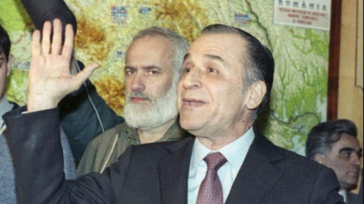 Gelu Voican Voiculescu, in spatele lui Ion Iliescu, acum 30 de ani