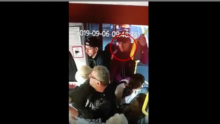 Dacă îl vedeți pe acest bărbat, sunați de urgență la 112!
