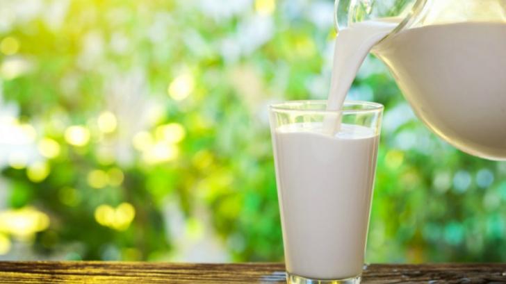 Secretul prin care poți păstra laptele proaspăt fără să îl fierbi