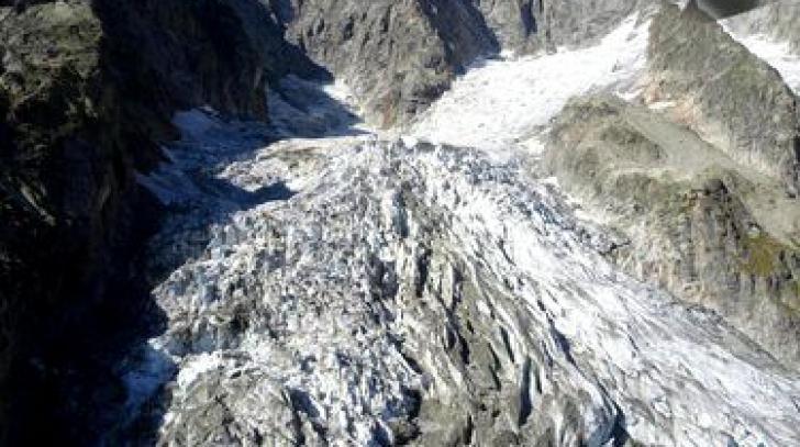 Se prăbușește un ghețar masiv din Mont Blanc! A început evacuarea