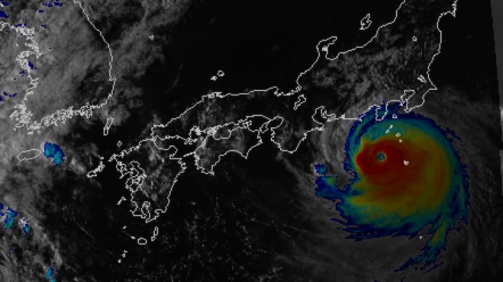 Japonezii, în alertă. Taifunul Faxai lovește luni dimineaţă Tokyo