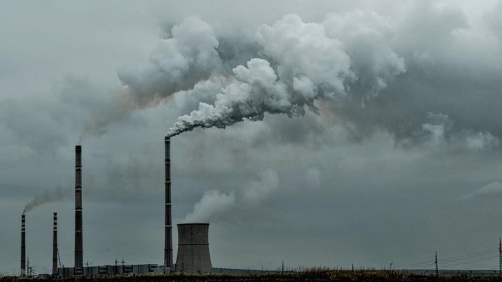 Persoanele din zone cu poluare remanentă vor ieși la pensie cu doi ani mai devreme