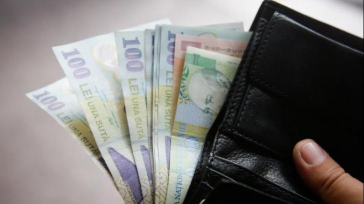 Salariu minim brut de 8.000 lei