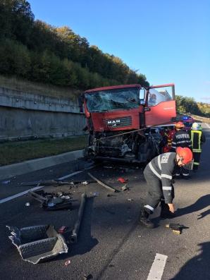 Tragedie, în jud. Cluj. Impact nimicitor între două autocamioane: un mort