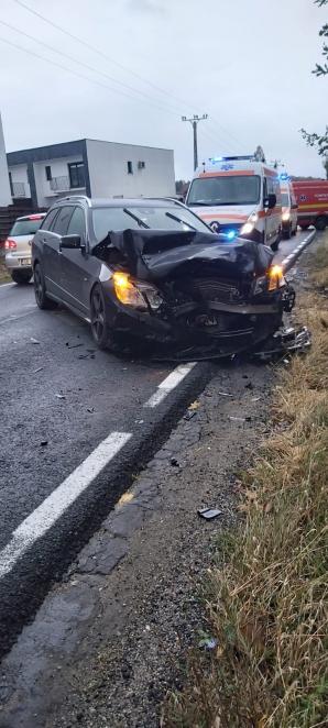 Accident grav, în jud. Sibiu. Ambulanță proiectată într-o mașină: 4 victime, între care doi pacienți