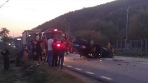 Accident grav, în Bacău: 5 răniți, după ce o mașină s-a răsturnat. Șoferul ar fi adormit la volan