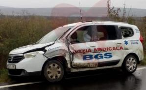 Tragedie, la Vaslui: un TIR a lovit o ambulanță și a părăsit locul accidentului