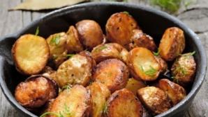 Cea mai simplă reţetă de cartofi la cuptor. Un singur ingredient face diferenţa
