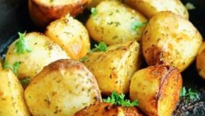 Cum faci cei mai buni cartofi la cuptor. Ingredientul care face toată diferenţa