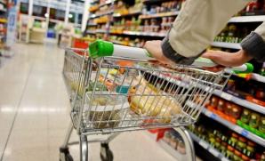 Un supermarket din România RETRAGE de la raft două PRODUSE PERICULOASE