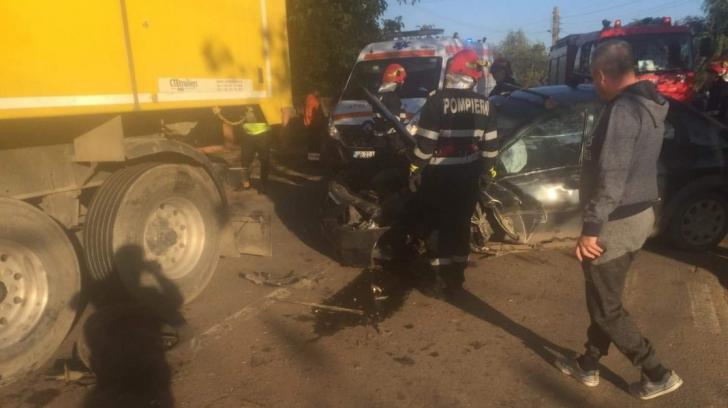 Accident grav, în jud. Giurgiu. Autoturism, spulberat de un camion: o victimă
