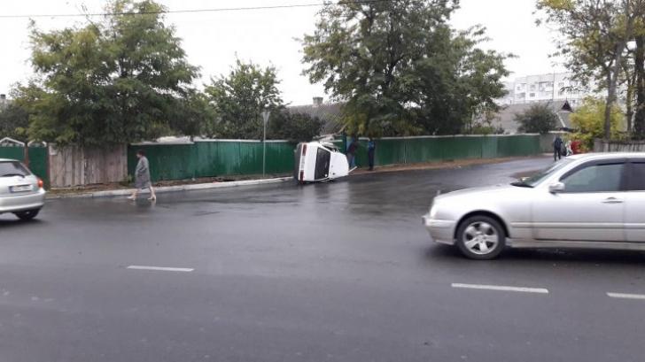 Accident teribil, dimineață. Mașina: ruptă în două! Polițiștii au avut un șoc când au văzut victima