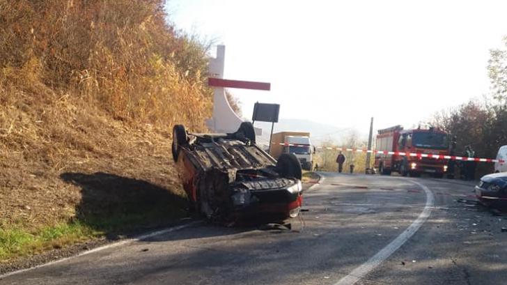 Accident grav, în jud. Cluj: 3 victime, după impactul dintre 3 mașini