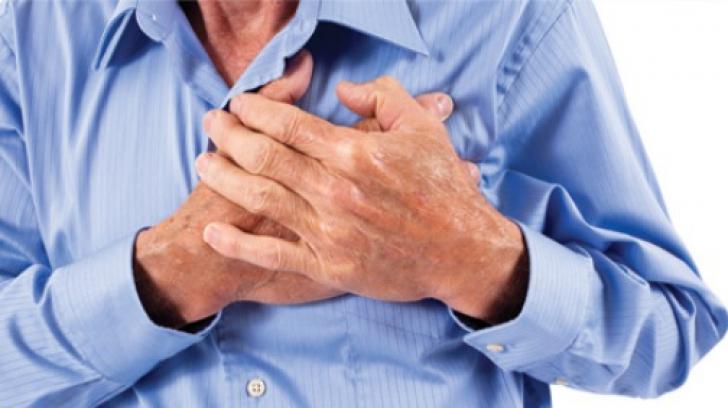 Înțepăturile în piept pot anunța boli grave. 7 simptome pe care să NU le ignori