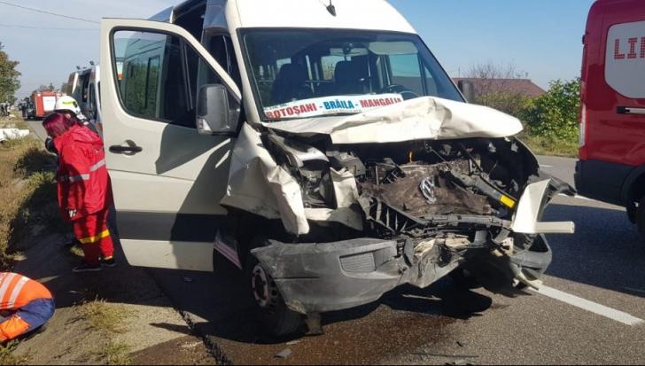 Zi neagră, în jud. Bacău! 6 victime, după ce un microbuz plin cu pasageri a fost spulberat