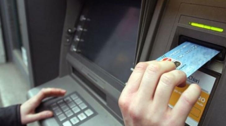 Prejudiciu de 20 de milioane de dolari, făcut de mai mulți români care clonau carduri, în SUA