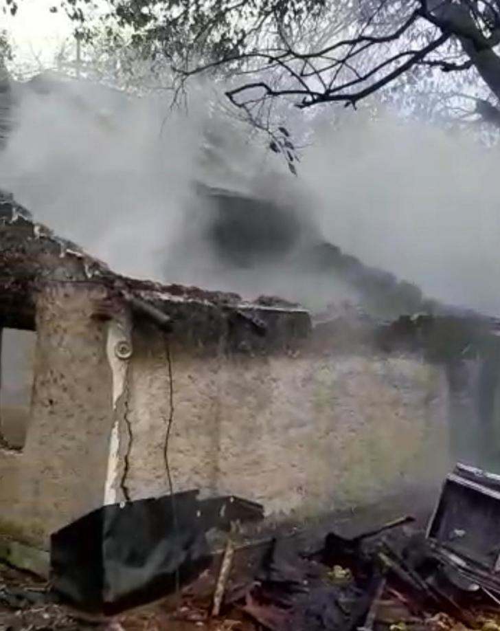 Video! Bătrân găsit carbonizat, sub dărâmături, în incendiul care i-a cuprins casa