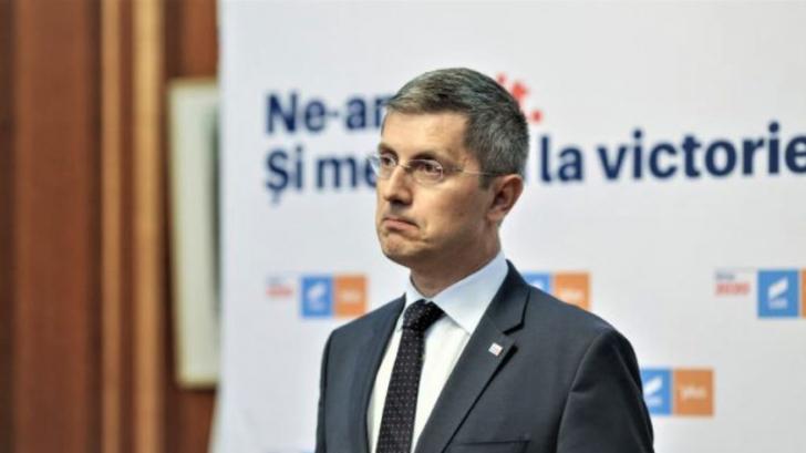 """Barna:""""Ponta vrea s-o țină cât mai mult la butoane pe Dăncilă"""""""