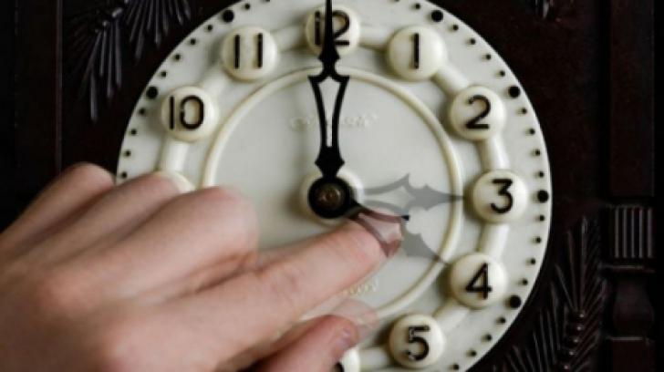 Se schimbă ora, în această noapte! Cum fixăm ceasurile pentru ORA DE IARNĂ 2019?