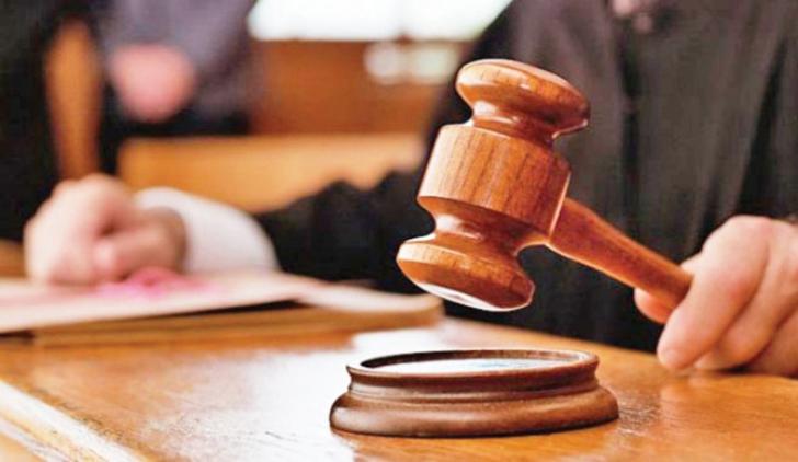 Judecătorul s-a împușcat în sala de tribunal