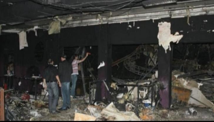 Imagini șocante de la tragedia Colectiv. Oameni arși, lăsați întinși pe trotuar!