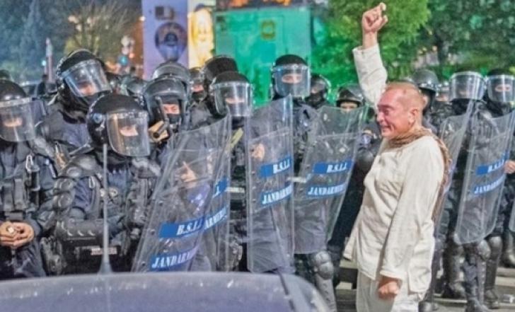 """Colonelul Paraschiv, """"Fantoma în alb"""", a dat în judecată Jandarmeria"""