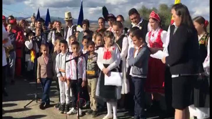 Elevi, puși să recite ode primarului PSD, la inaugurarea unui pod