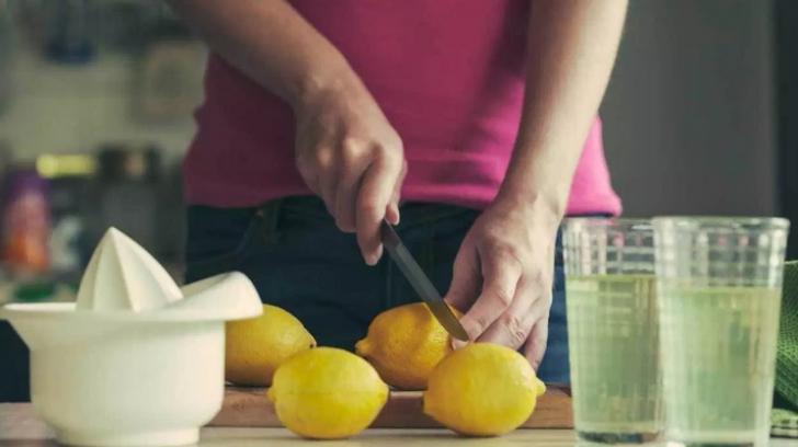 Ce se întâmplă dacă bei numai suc de lămâie, timp de o lună. Efectul care i-a șocat pe medici