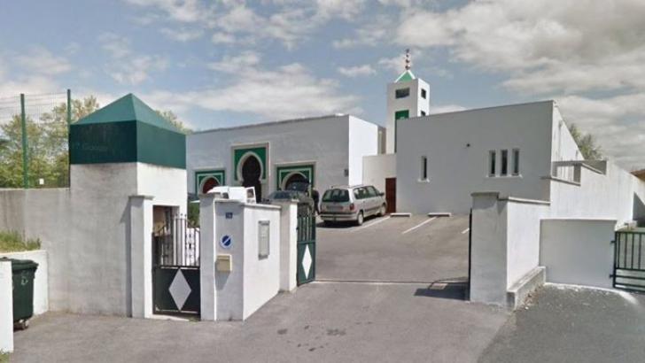 Atac armat la o moschee din Franța