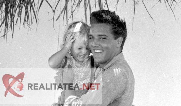 Elvis Presley, cand avea 26 de ani. Imagine scanata de pe negativul original