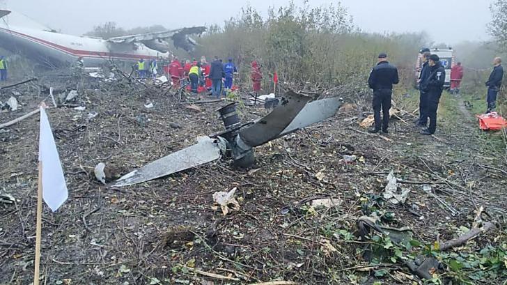 Un avion s-a prăbușit la aterizare. Cinci oameni au murit
