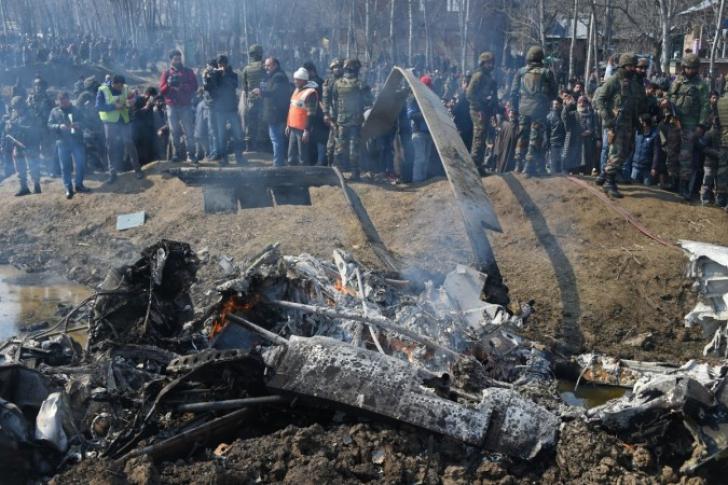 India se faultează singură. Și-a doborât propriul elicopter, în plin conflict cu Pakistanul
