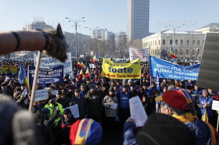 Rezerviștii blochează Piața Victoriei, de Ziua Armatei
