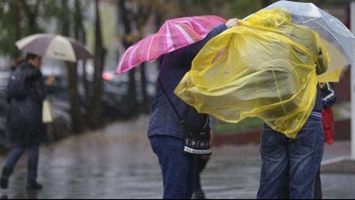 Ploile și frigul nu se lasă duse prea ușor