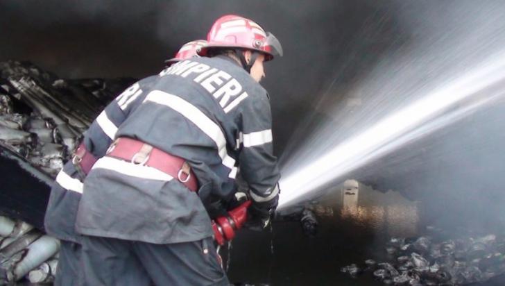 Incendiu violent, la o clădire de birouri, din Timișoara