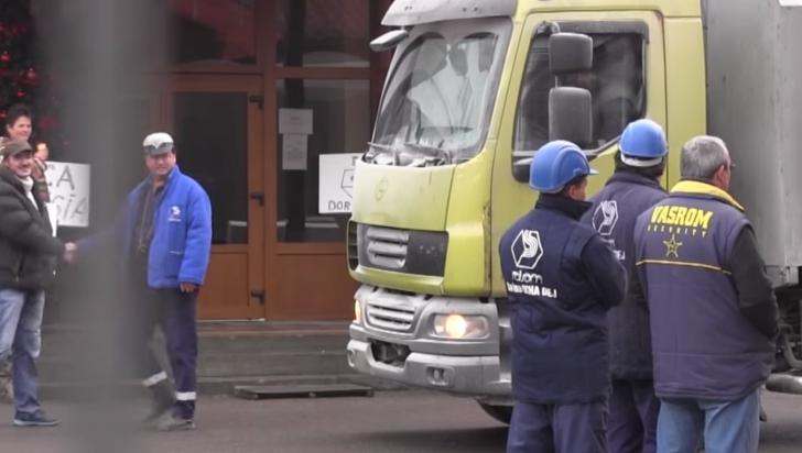 Protest la Salina Ocna Dej! 100 de angajaţi au oprit activitatea