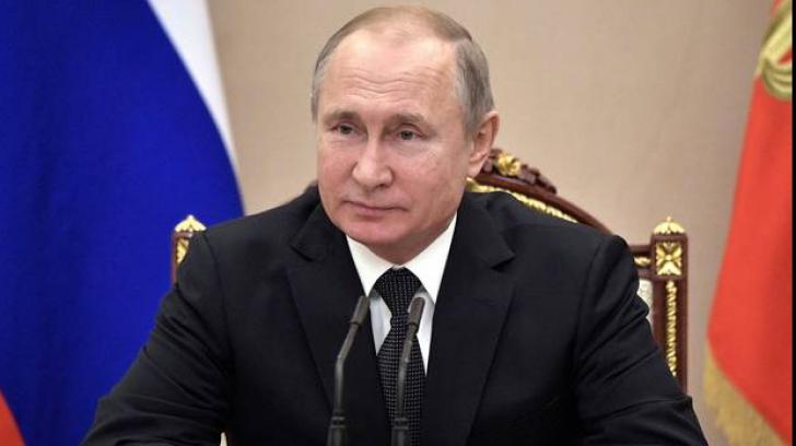 Vladimir Putin se laudă în fața celor peste 2,7 milioane de ruși infectați că a gestionat mai bine pandemia decât liderii din Occident