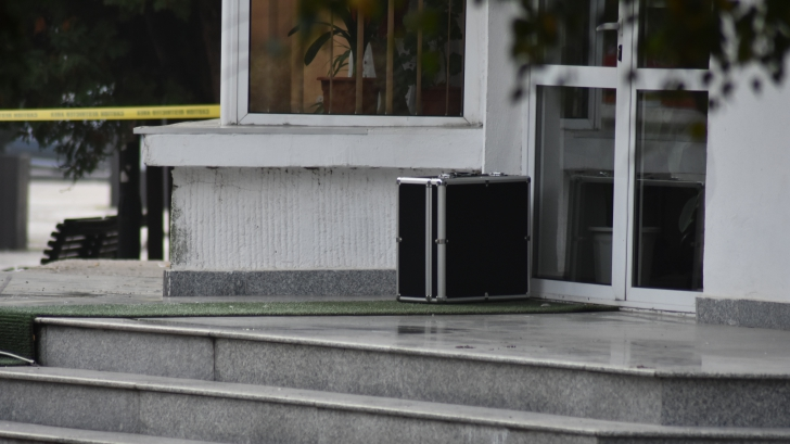 Alertă falsă cu bombă la Târgoviște. Ce era în valiza din scuarul Primăriei